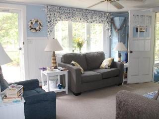 Cute 2 Bedroom Near Englewood Beach