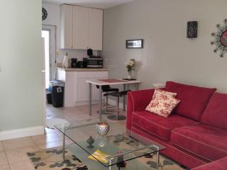 #2 Villa Quiet, 10mins from Beach, Airport,Seaport, Fort Lauderdale