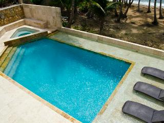 Water`s Edge - Oceanfront Luxury Escape w/ Gorgeous Private Pool (SC32), Humacao