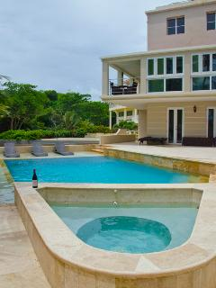 Water`s Edge - Oceanfront Luxury Escape w/ Gorgeous Private Pool (SC32)