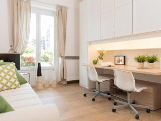 Spacious Strambio apartment in Città Studi with WiFi, balkon & lift., Milán