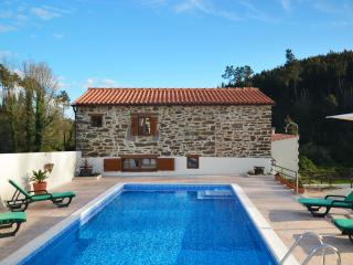 Detached House & Pool,exclusive use, no sharing with others ,2 min from Sertá