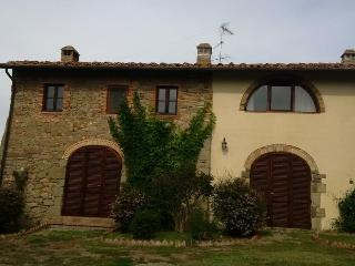 Podere Torri Farmhouse, private pool & stunning views over the Tuscany Hills