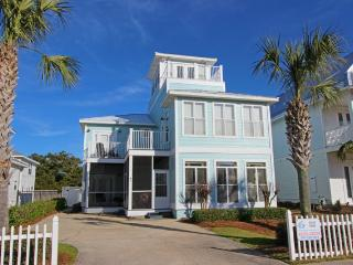 Large home with private pool!!! Short distance to the beach. Grill provided!
