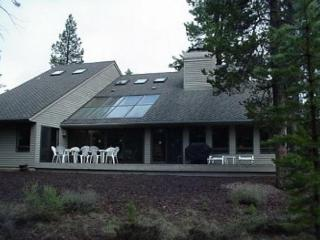 Family-friendly house w/ indoor hot tub & SHARC passes, Sunriver