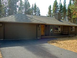 Classic Sunriver home with private hot tub & SHARC access!