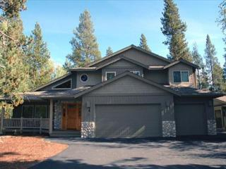 Great Sunriver location near the river with a hot tub!