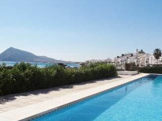 Altea beach front apartment with communal pool