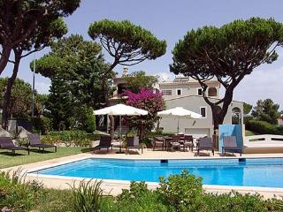 4 bedroom Villa in Vilamoura, Algarve, Portugal : ref 1717014