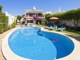 3 bedroom Villa in Olhos De Agua, Albufeira, Central Algarve, Portugal : ref