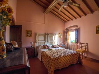 Girasole Cozy apartment in Farmhouse, Donnini