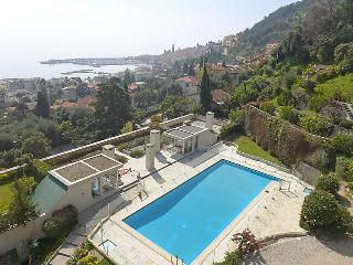 2 bedroom Apartment in Menton, Provence-Alpes-Côte d'Azur, France : ref 5052031