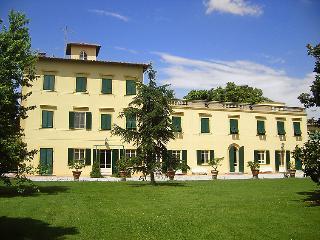 Villa in San Giuliano Terme, Lucca Pisa, Italy