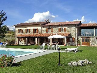 8 bedroom Villa in Castelnuovo di Garfagnana, Lucca Pisa, Italy : ref 2008418