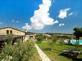3 bedroom Apartment in San Gimignano, Chianti Classico, Italy : ref 2008511