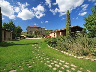 2 bedroom Villa in Citta della Pieve, Umbria, Italy : ref 5056036
