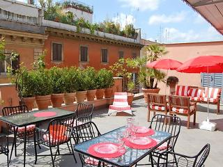 3 bedroom Apartment in Rome Historical City Center, Lazio, Italy : ref 2008813, Colonna