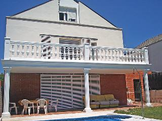 5 bedroom Villa with Pool, Air Con, WiFi and Walk to Shops - 5697877
