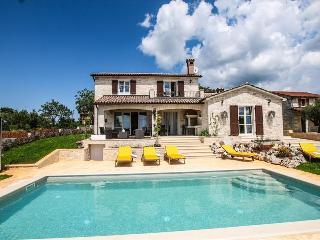 Villa Elizabet, Kastelir