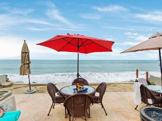 Beachfront Condo on the Sand, 4br's, 2ba's, Designer Decorated & A/C Equipped, Oceanside