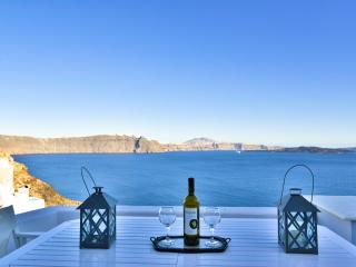 OIA VILLAS 2: FANTASTIC TRADITIONAL VILLA