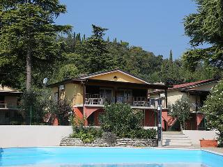 2 bedroom Villa with Air Con, WiFi and Walk to Beach & Shops - 5054561