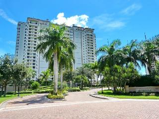 Spectacular Naples condo just a short drive from Marco Island, Nápoles