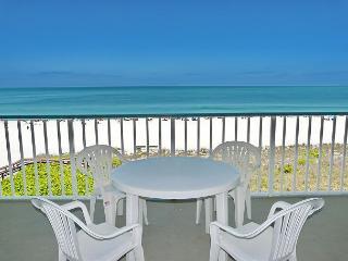 Beachfront gem of a condo w/ spellbinding views, Marco Island
