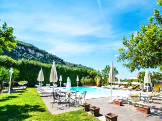 Villa Limoneto E Sorrento complex rental with pool and free parking