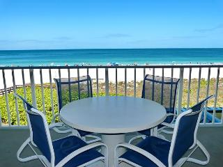 Luxurious beachfront condo w/ spectacular ocean views