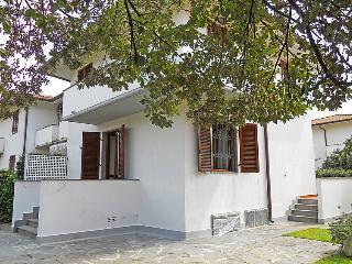 3 bedroom Villa in Marina di Pietrasanta, Tuscany, Italy : ref 5055107
