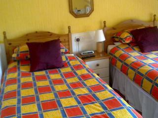 2 rooms on top floor in Mackenzie Guest House, Edimburgo
