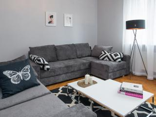 LUXE *NEW*3 Bed*Sleeps 6-8*Central, Cracovia