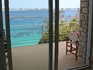 3 bedroom Apartment with Air Con and Walk to Beach & Shops - 5056359