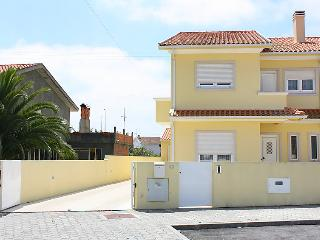4 bedroom Villa in Aveiro, Viseu, Portugal : ref 5057415