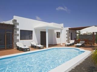 4 bedroom Villa in Playa Blanca, Canary Islands, Lanzarote, Canary Islands : ref 2016485, Yaiza