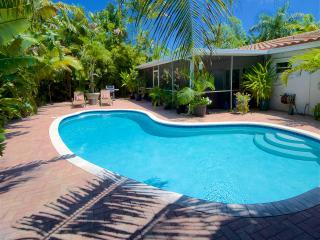 Zen Garden Oasis w/ Heated Salt Water POOL & Florida Room, Fort Lauderdale