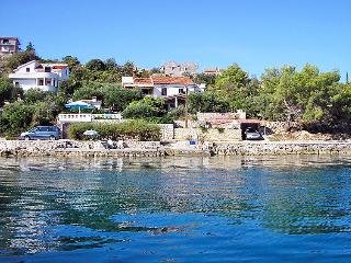 5 bedroom Villa in Iz Iz Mali, North Dalmatia Islands, Croatia : ref 2021117