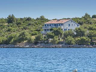 2 bedroom Apartment in Hvar Kalober, Central Dalmatia Islands, Croatia : ref