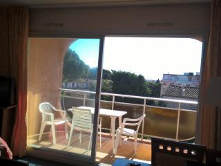 beau studio de vacances , piscine , 5 min mer, Golfe-Juan Vallauris