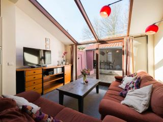 Holiday house, 5' walk off Market Hall: Opaal, Bruges