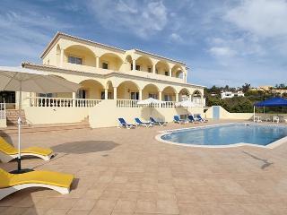4 bedroom Villa in Lagos, Algarve, Portugal : ref 2022284