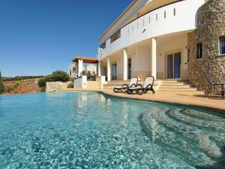5 bedroom Villa in Lagos, Algarve, Portugal : ref 2022293, Mexilhoeira Grande