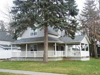 234 Park Avenue - Just two blocks from the beach!, South Haven