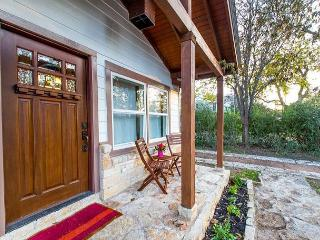 Lovely Central Home + Studio, 1 mi. to Barton Springs Pool!