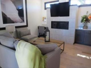 The Reserve at Lake Travis Cabin #13 –  An Elegant 2BR Retreat!, Spicewood