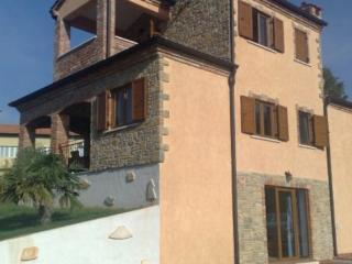 Villa Paunica a 4 bedroom villa sleeps 8, Kastelir