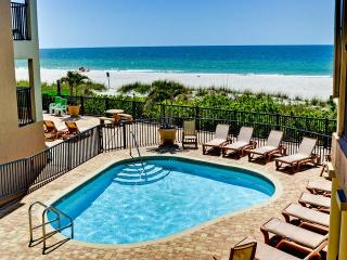 Belleair Beach Club Poolside -Renovated Beautifully Renovated One Bedroom Poolside Suite with Queen Bed and Full Kitchen!!