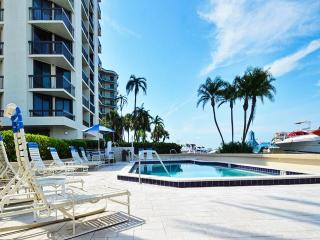 Island Walk #212 2 Bedroom/ 2 Bath Condo near Clearwater Aquarium