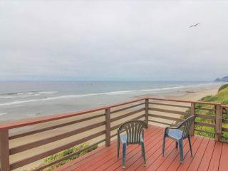 Rustic, Romantic Cottage Soars Above the Ocean, Lincoln City